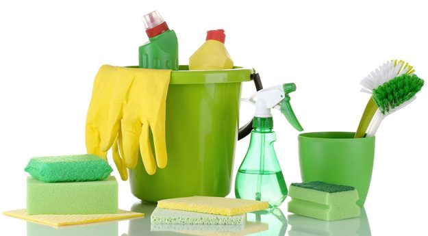 green-cleaning-bathroom